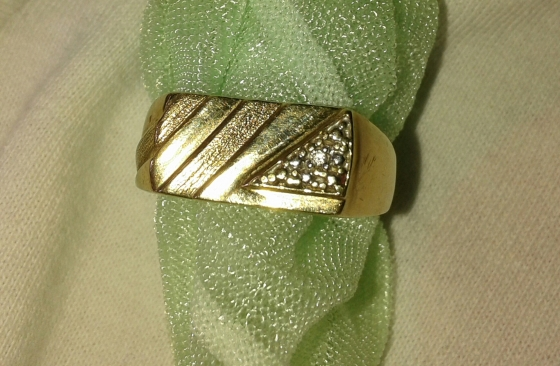 Mens gold ring with diamond